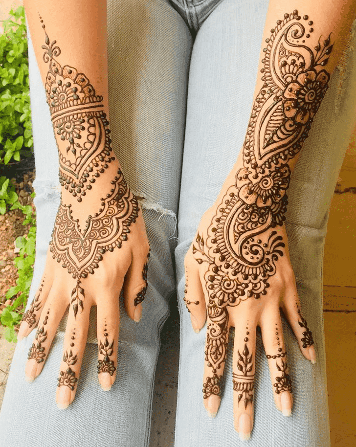 Classy Karachi Henna Design