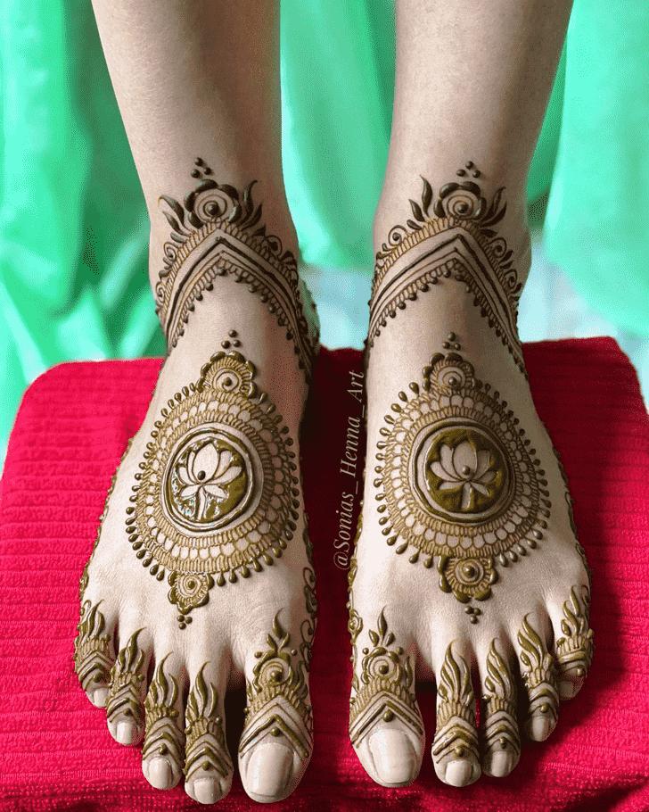 Alluring Kashmiri Henna Design
