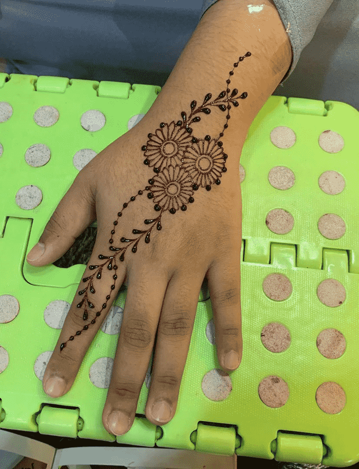 Fetching Kasol Henna Design
