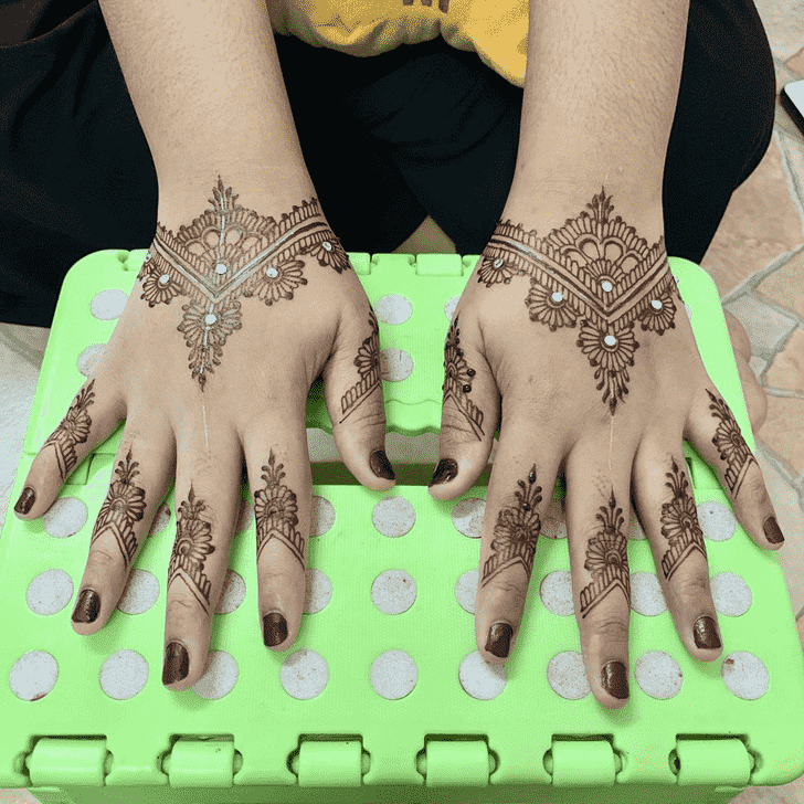 Graceful Kasol Henna Design