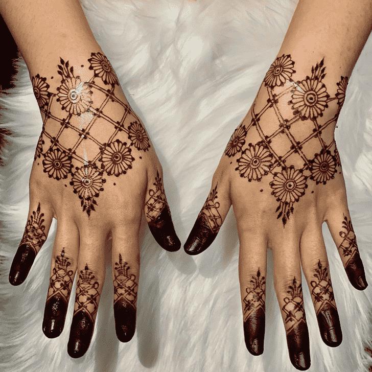 Shapely Kasol Henna Design