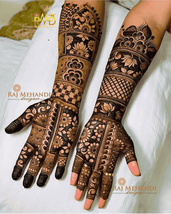 Classy Khulna Henna Design