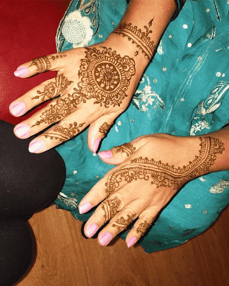 Bewitching Kunduz Henna Design