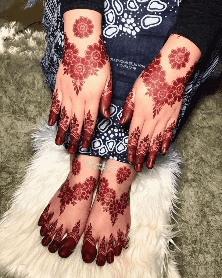 Adorable Larkana Henna Design