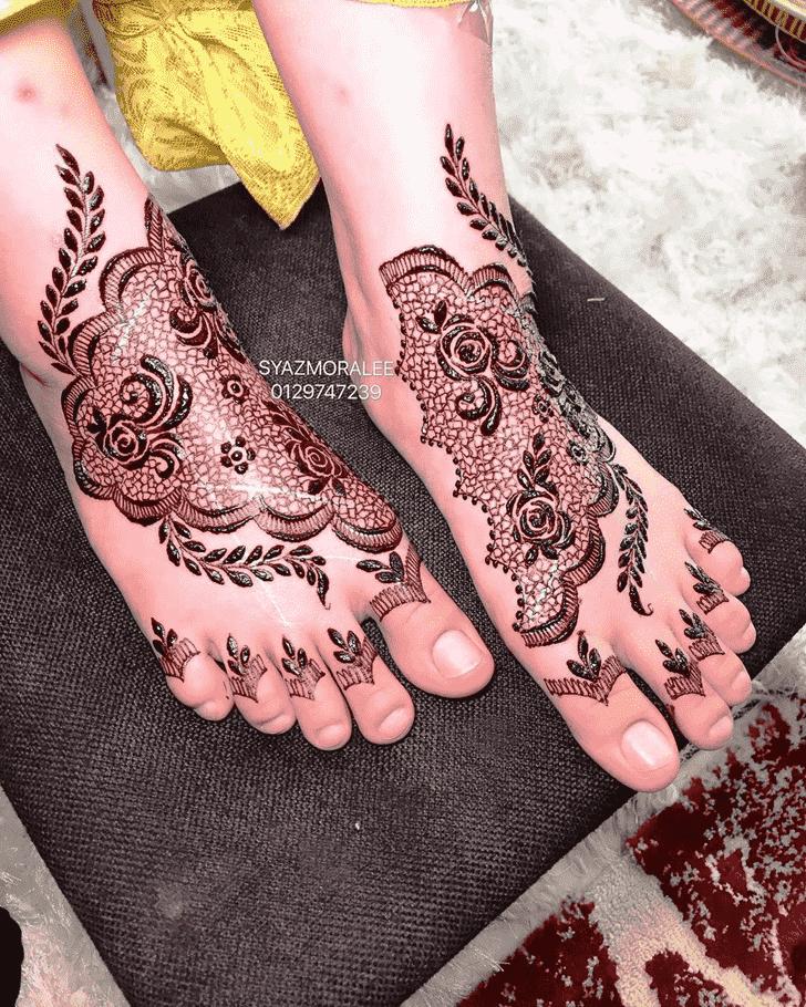 Delicate Larkana Henna Design