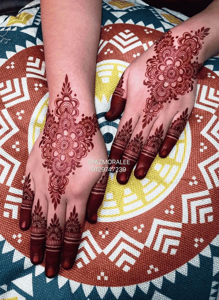Elegant Larkana Henna Design