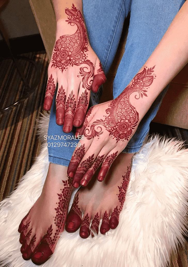 Graceful Larkana Henna Design