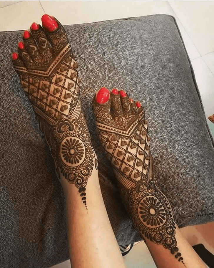 Amazing Mehndi Design on leg