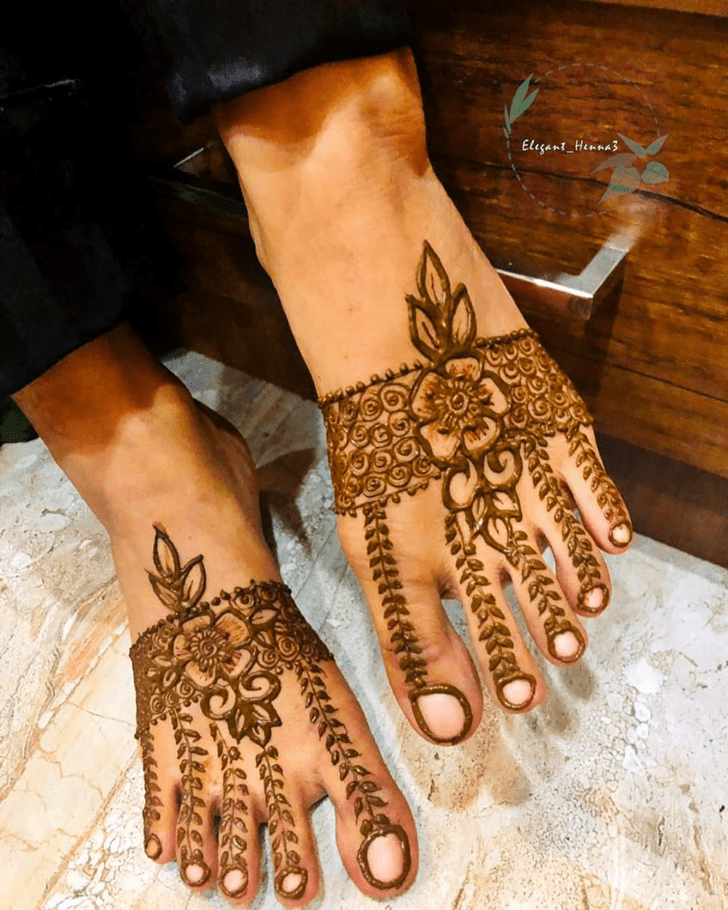 Stunning Mehndi Design on Leg