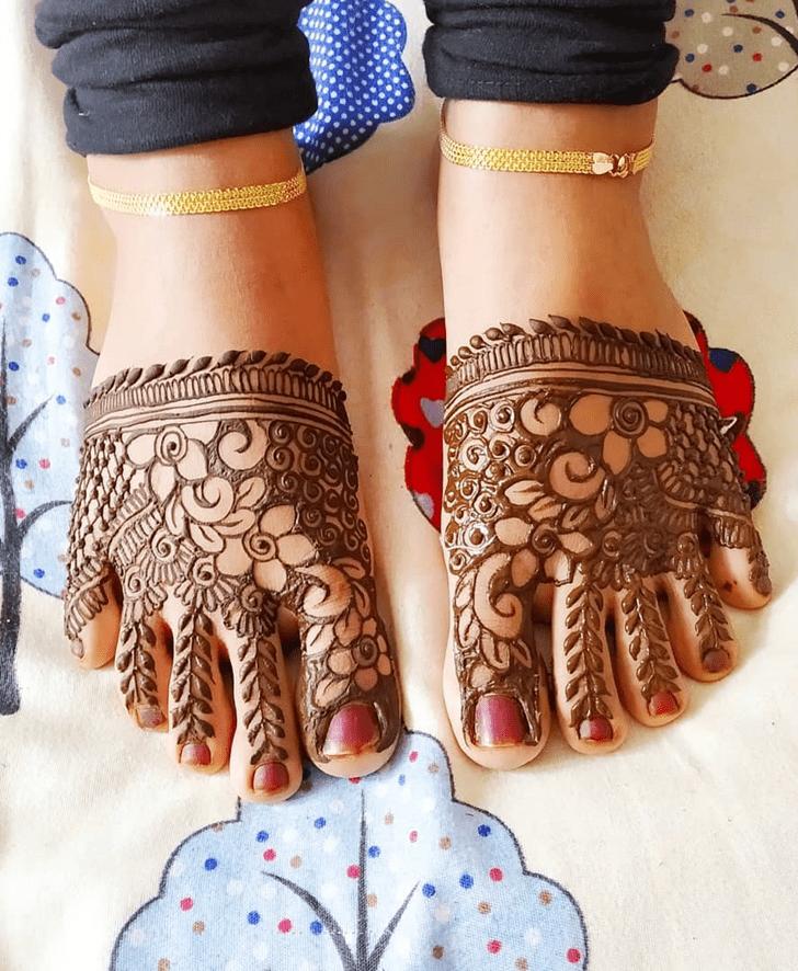 Cone Leg Henna Design