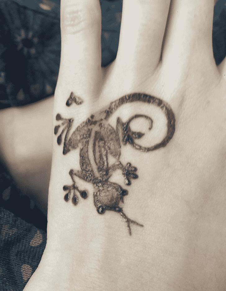 Appealing Lizard Henna design