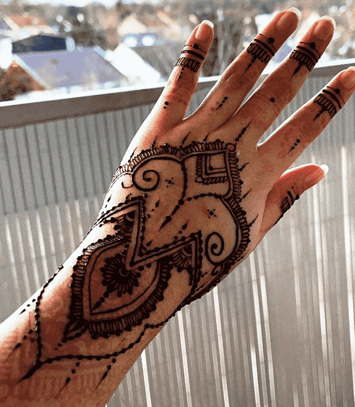 Fetching Lovely Henna design