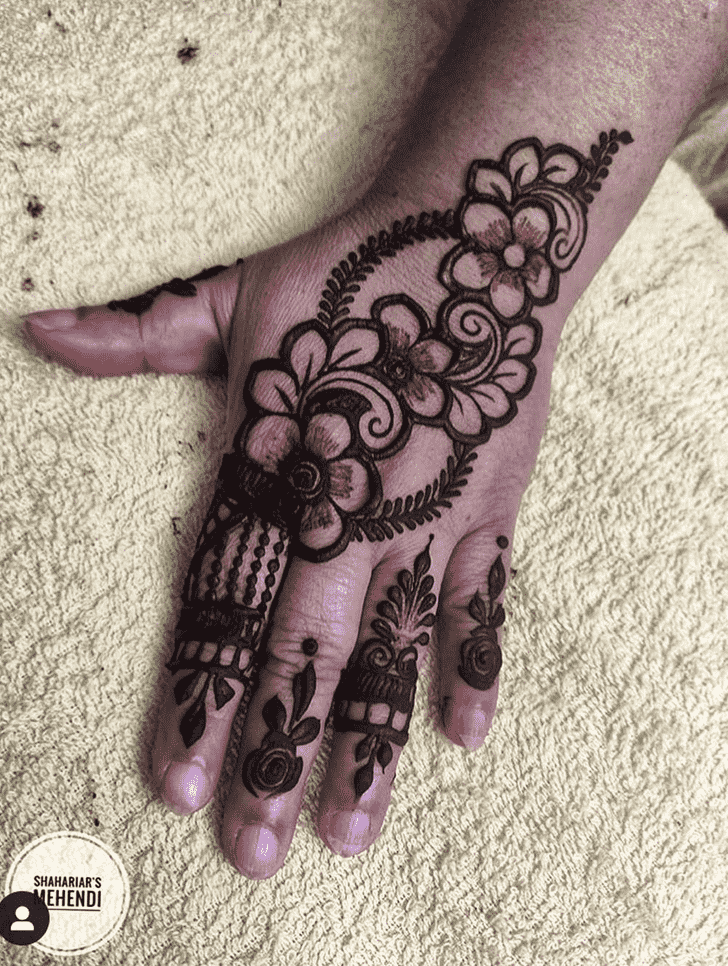 Admirable Lucknow Mehndi Design