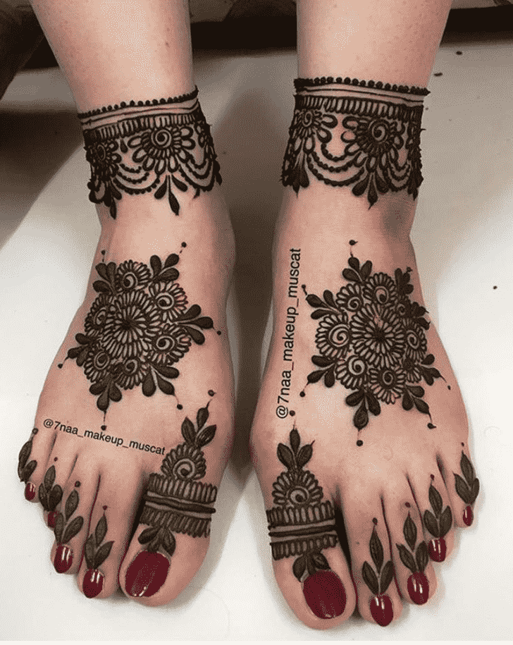 Adorable Lucknow Henna Design
