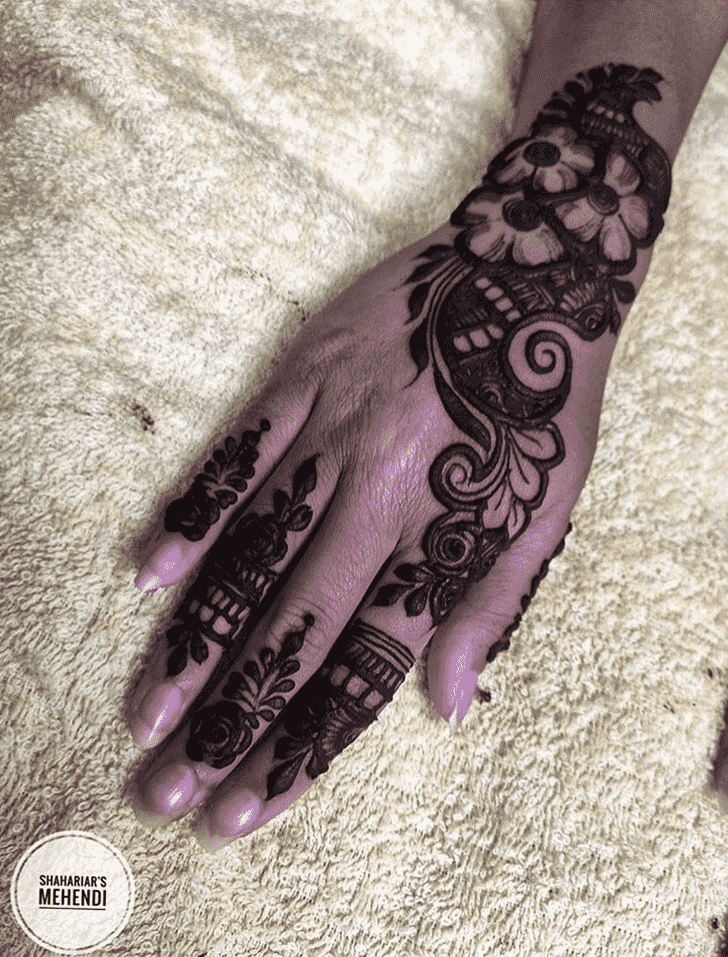 Appealing Lucknow Henna Design