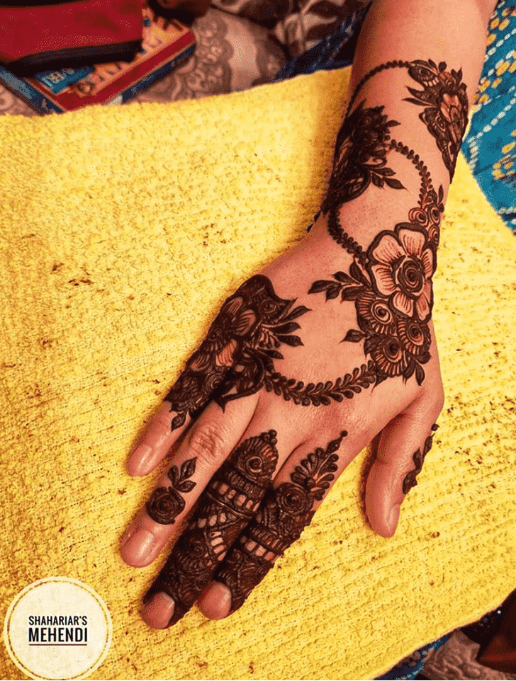 Charming Lucknow Henna Design