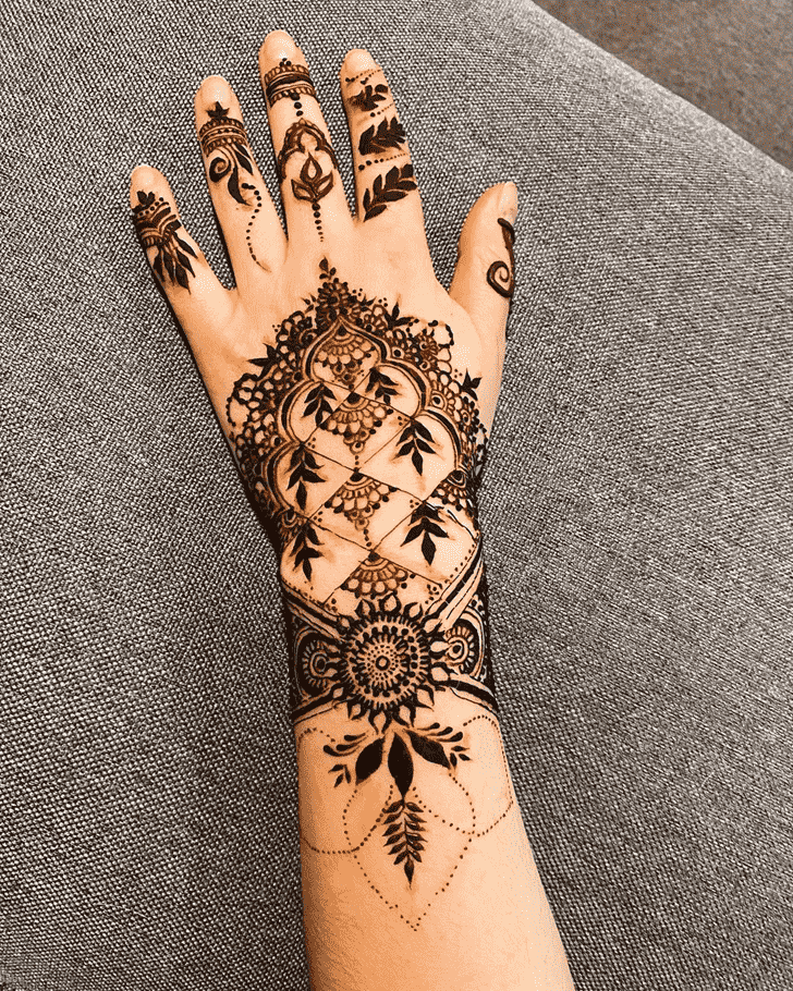 Adorable Munnar Henna Design