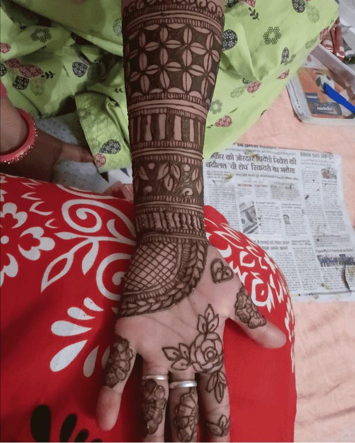 Fine Noida Henna Design