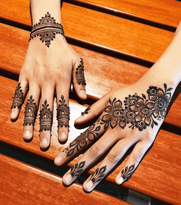 Bewitching Pattern Henna Design