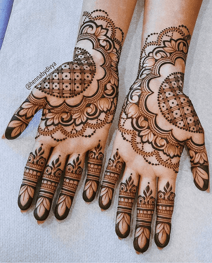 Enticing Pattern Henna Design