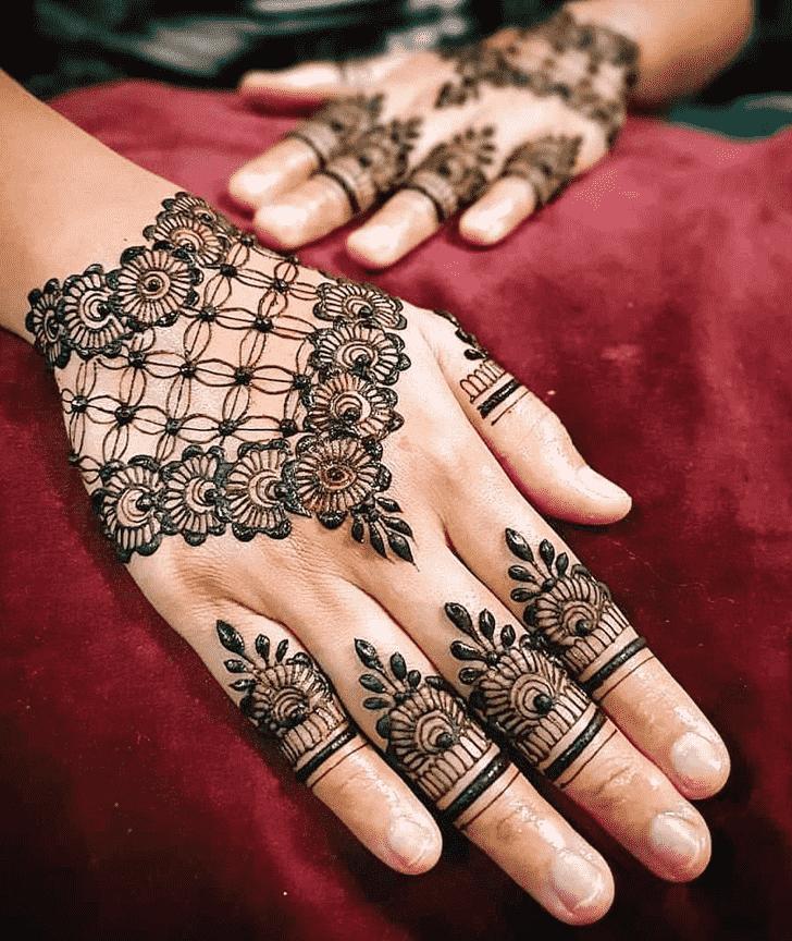 Refined Pattern Henna Design