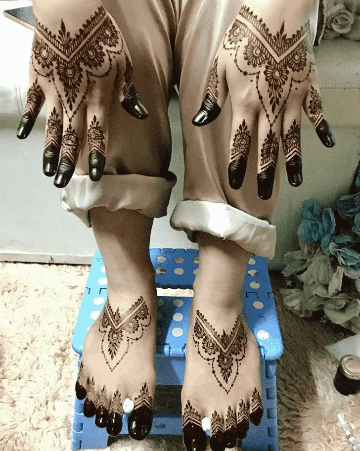 Bewitching Phalguna Amavasya Henna Design