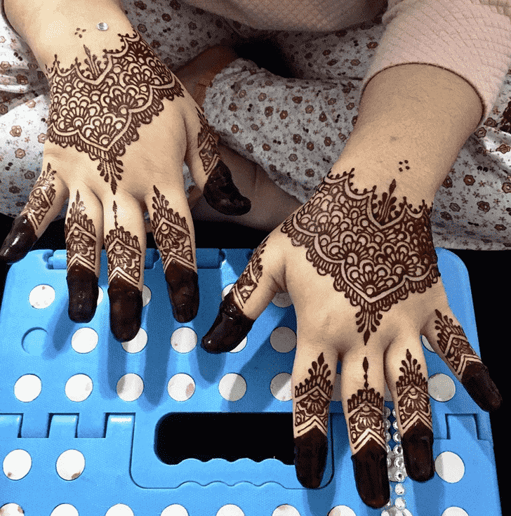 Charming Phalguna Amavasya Henna Design