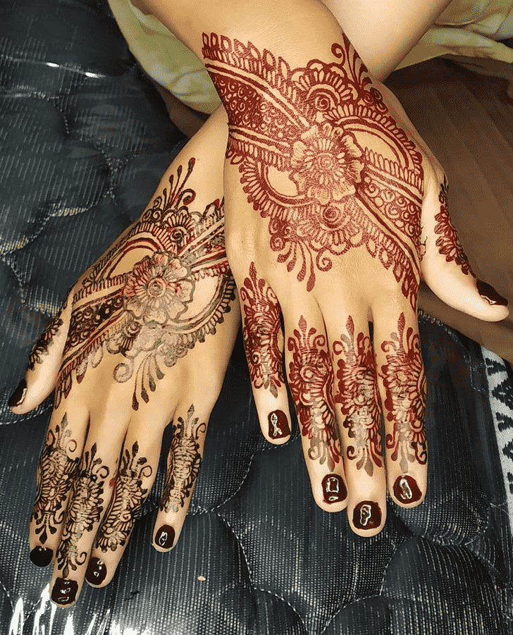 Adorable Prayagraj Henna Design