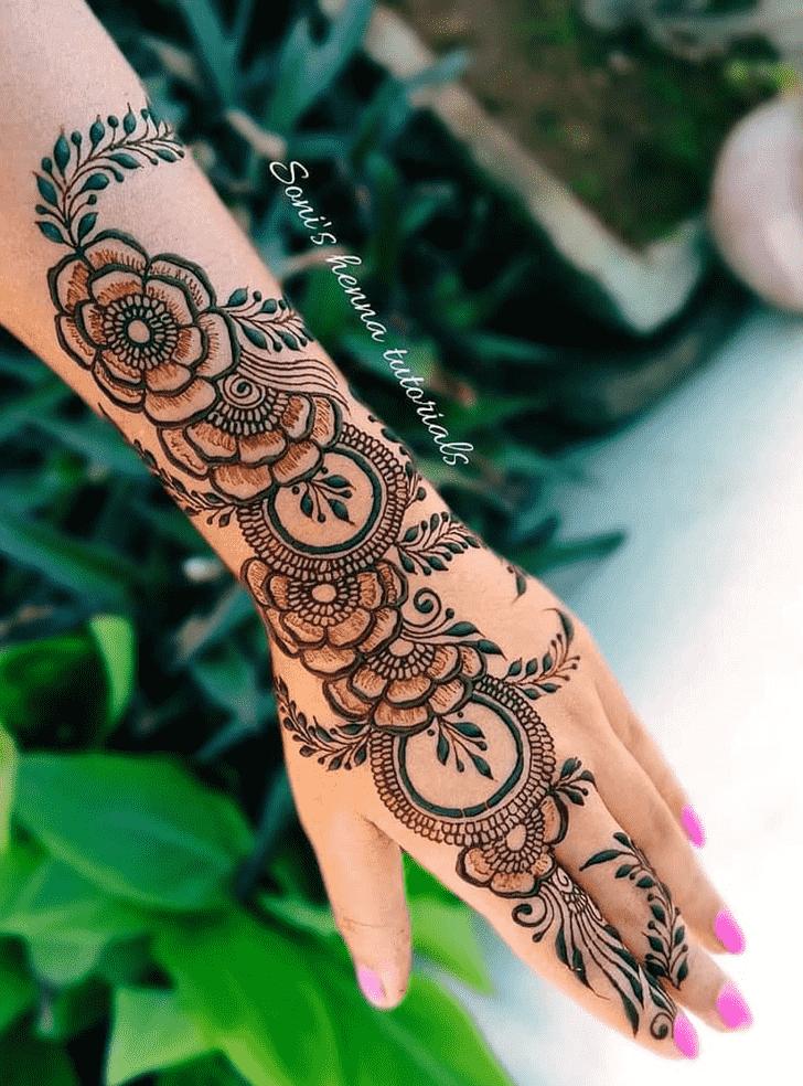 Fine Prayagraj Henna Design