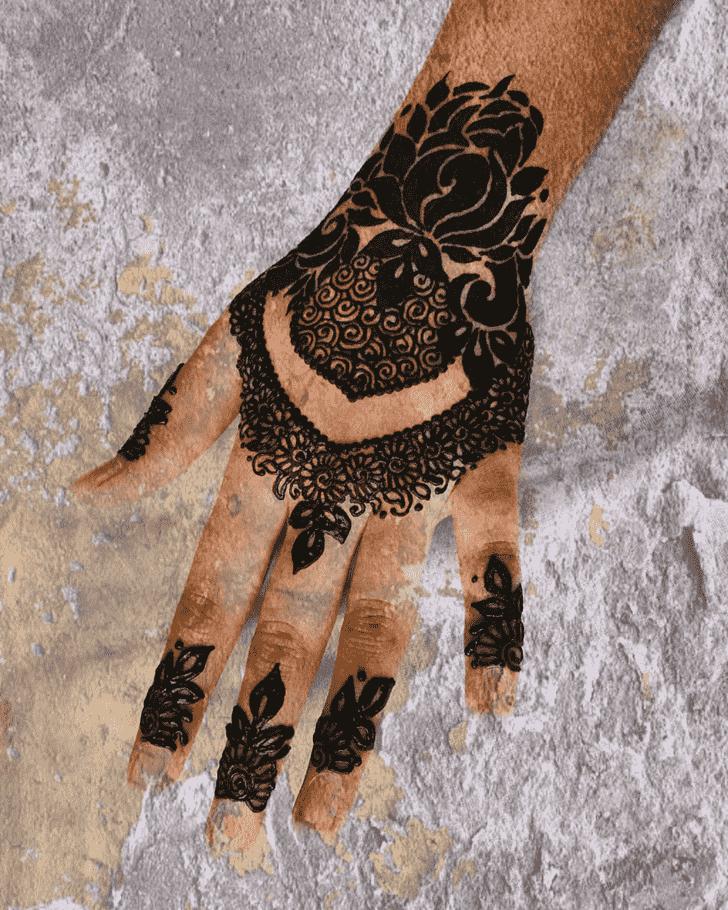 Shapely Prayagraj Henna Design