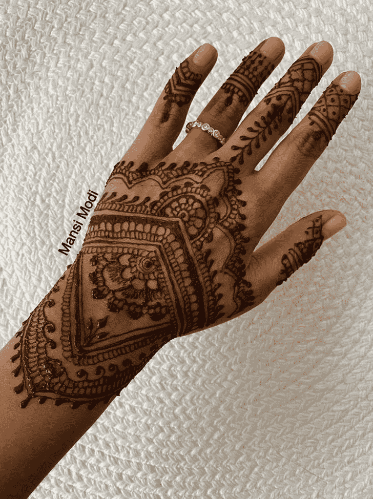 Captivating Punjabi Henna Design