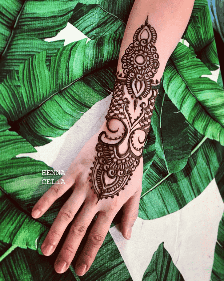 Pretty Punjabi Henna Design