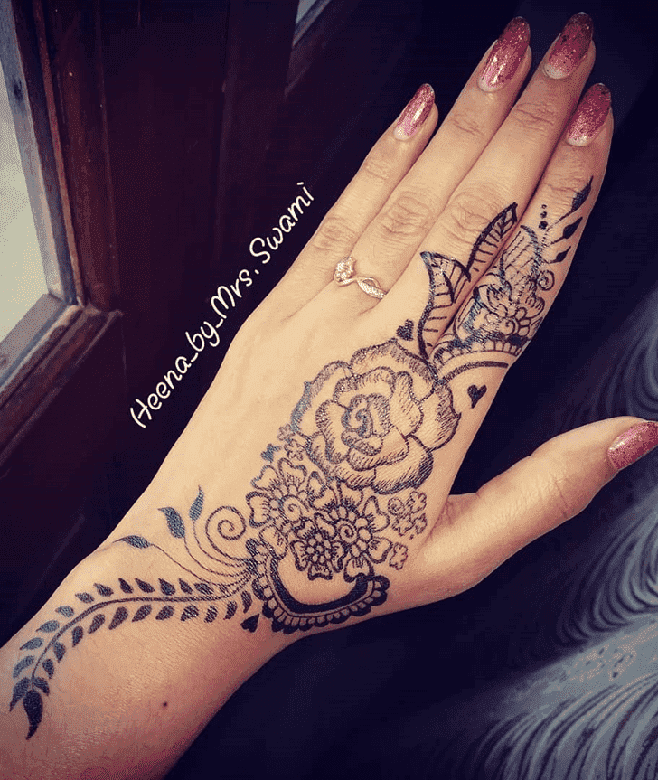 Comely Ranchi Henna Design