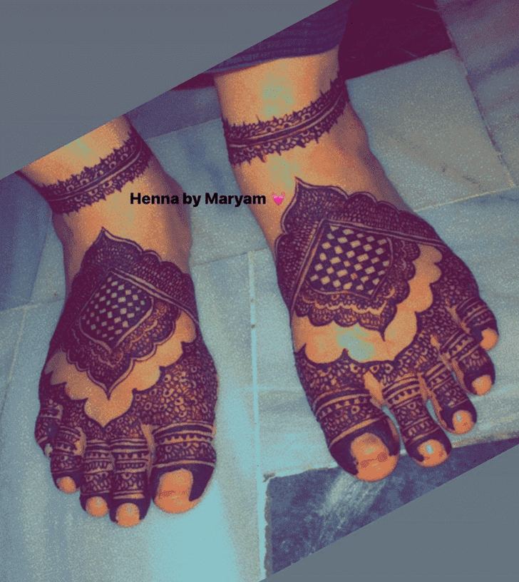 Lovely Ranchi Mehndi Design