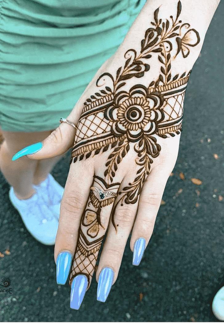 Comely Rawalpindi Henna Design
