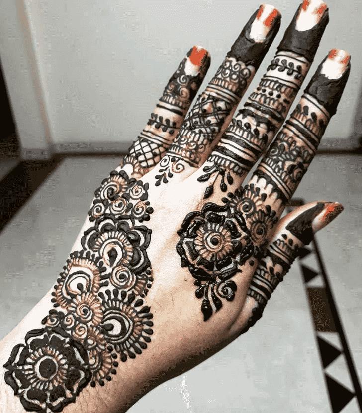 Elegant Rawalpindi Henna Design