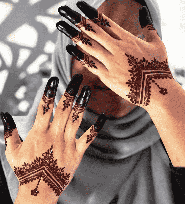 Magnetic Red Henna Design