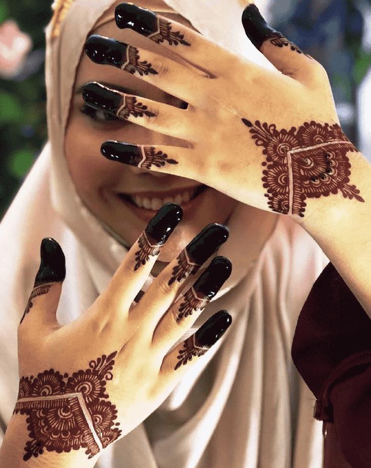 Mesmeric Red Henna Design