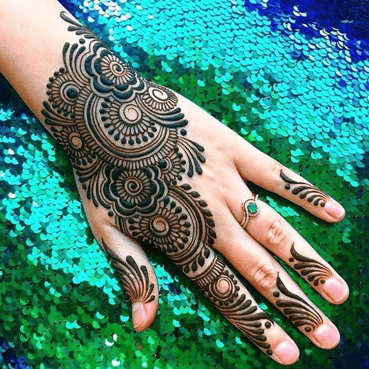 Bewitching Reverse Henna Design