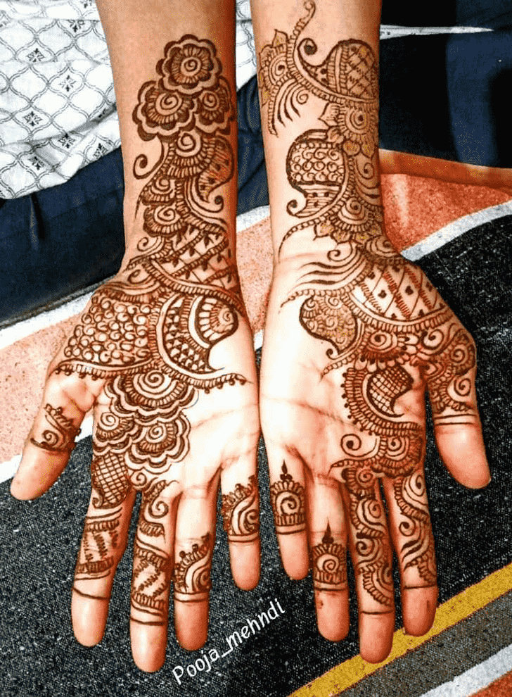 Admirable Right Hand Mehndi design