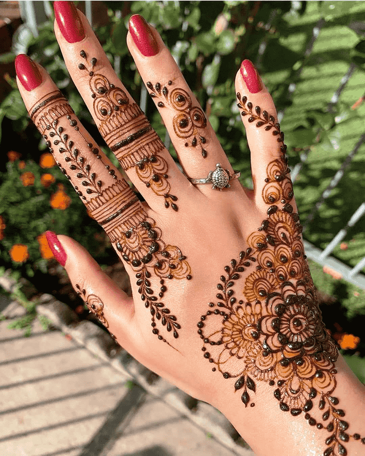 Beauteous Right Hand Henna design