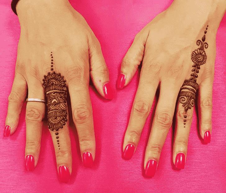 Bewitching Ring Henna Design