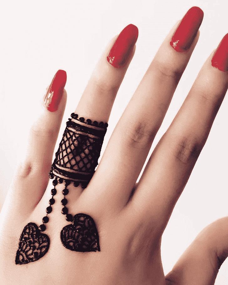 Mesmeric Ring Henna Design