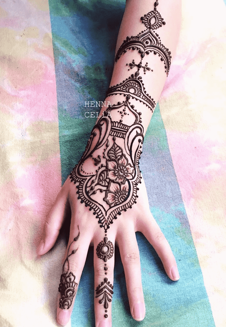 Elegant Romantic Henna design