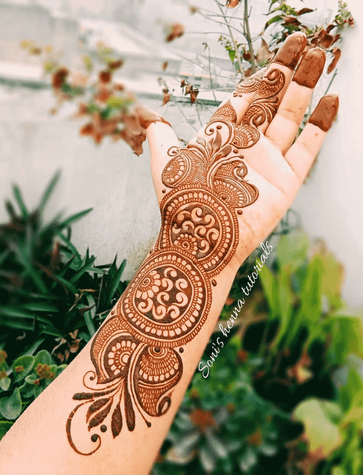 Slightly Romantic Henna design