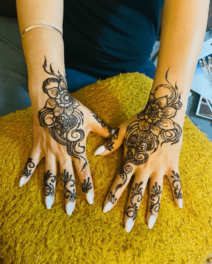 Pleasing Royal Henna Design