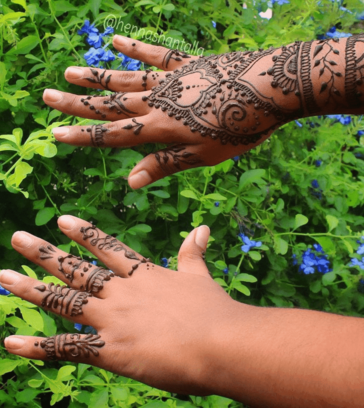 Shapely Royal Henna Design