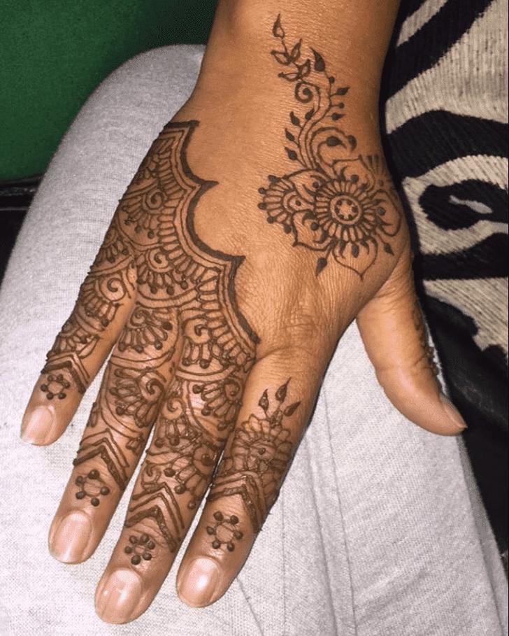 Bewitching Sargodha Henna Design