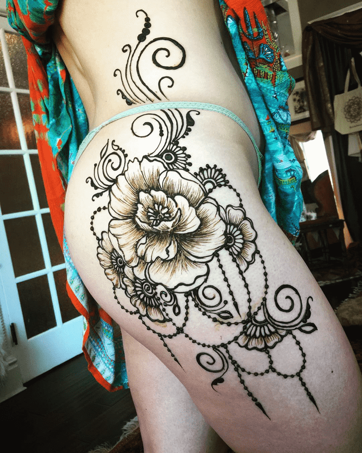 Charming Sexy Henna Design