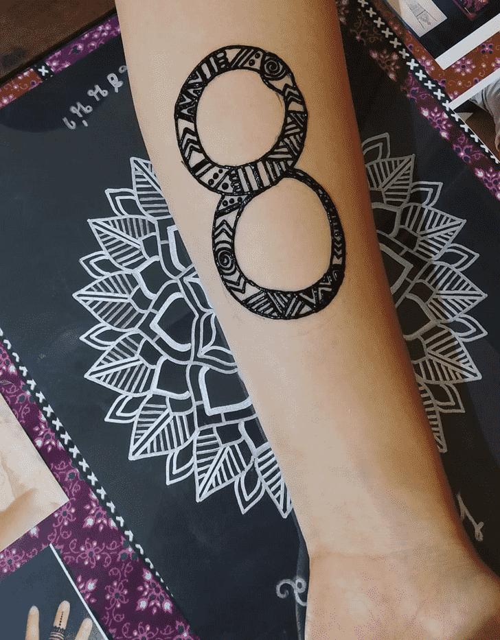 Beauteous Snake Henna Design